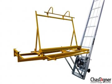 Porte-plaques diagonal pour échelle monte-matériaux