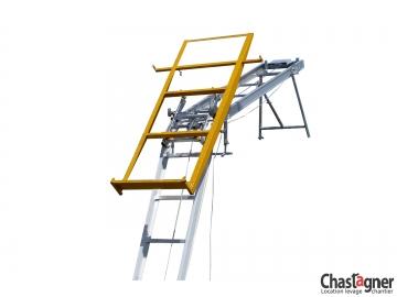 Porte-plaques vertical pour échelle monte-matériaux